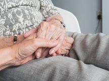 73 વર્ષીય વૃદ્ધાએ જીવનસાથીની શોધમાં જાહેરાત આપી, 69 વર્ષીય નિવૃત્ત એન્જિનિયરે રિસ્પોન્સ આપ્યો|લાઇફસ્ટાઇલ,Lifestyle - Divya Bhaskar