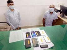 નડિયાદની કણજરી ચોકડી પાસેથી ચોરીના 9 મોબાઈલ સાથે બે શખ્સો ઝડપાયા|નડિયાદ,Nadiad - Divya Bhaskar