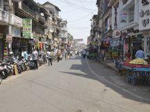 ભાવનગર શહેરમાં સ્વૈચ્છિક લોકડાઉનને મિશ્ર પ્રતિસાદ, અડધી દુકાનો ખુલ્લી, અડધી બંધ|ભાવનગર,Bhavnagar - Divya Bhaskar