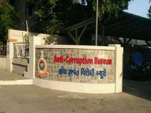 આણંદમાં બે પોલીસકર્મી વિરૂદ્ધ રૂપિયા 45 હજારની લાંચ માંગતી ફરિયાદ નોંધાઈ, વિડિયો ACBમાં સોંપાતા પોલીસે ડિમાન્ડનો ગુનો નોંધ્યો આણંદ,Anand - Divya Bhaskar