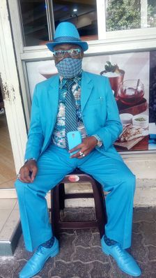 लोगों के तानों से तंग आकर बदला फैशन सेंस, अफ्रीका के सबसे स्टाइलिश इंसान का दावा करने वाले जेम्स के पास अब 160 सूट, 200 जोड़ी जूते और 300 टोपियां हैं