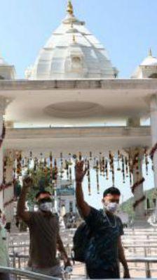नवरात्र में 7000 को रोज दर्शन की इजाजत, पंजाब में किसान आंदोलन के चलते इसके आधे पहुंच रहे