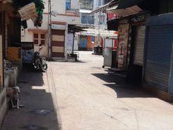 ગીર સોમનાથના કોડીનારમાં ત્રણ દિવસના સંપૂર્ણ લોકડાઉનના પ્રથમ દિવસે બજારો સજ્જડ બંધ, રસ્તાઓ સૂમસામ જોવા મળ્યા|જુનાગઢ,Junagadh - Divya Bhaskar