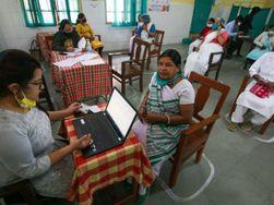 पांचवें दिन 922 लोगों को टीका लगा; टारगेट के पास पहुंचे, अब लिस्ट में दर्ज लोगों को फोन कर बुलाया जा रहा|भोपाल,Bhopal - Dainik Bhaskar
