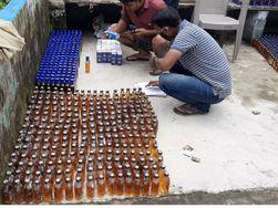 भागलपुर के सोहरी गांव से पुलिस ने छापेमारी कर की शराब जब्त, आरोपी फरार|भागलपुर,Bhagalpur - Money Bhaskar