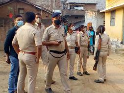 घर की छत पर फटा बम, धमाके से 200 मीटर की परिधि में घरों के दरवाजे और खिड़कियों के कांच टूटे|भागलपुर,Bhagalpur - Dainik Bhaskar