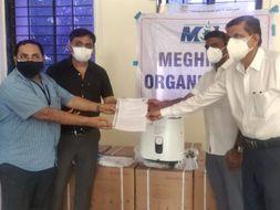 દહેજની યોકોહામા અને મેઘમણી કંપનીએ ઓક્સિજન કોન્સ્ટ્રેટર મશીન કલેકટરને અર્પણ કર્યા ભરૂચ,Bharuch - Divya Bhaskar
