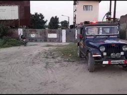 बंद पड़ी फैक्ट्री की सुरक्षा में तैनात थे दोनों, CCTV में कैद हुआ पूरा मामला|मथुरा,Mathura - Money Bhaskar