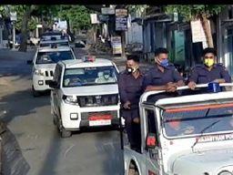 माइक पर पुलिस बोलती रही बाहर मत निकलो, यहां काफिले के साथ चलते रहे दुपहिया सवार|बांसवाड़ा,Banswara - Dainik Bhaskar