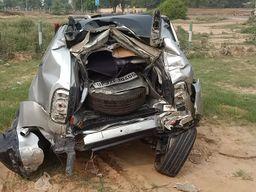हाईवे पर चेकिंग देख ड्राइवर ने जॉइंट कमिश्नर की कार पर चढ़ा दिया ट्रक, अफसर समेत 2 की मौत, 5 की हालत गंभीर देश,National - Dainik Bhaskar