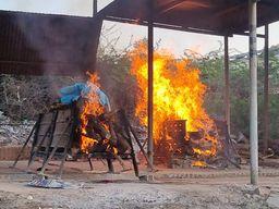 કોરોનાના કારણે માત્ર માણસ જ નહિ પર્યાવરણને પણ નુકસાન, ભરૂચના કોવિડ સ્મશાનમાં રોજના 7500 કિલો લાકડાનો વપરાશ ભરૂચ,Bharuch - Divya Bhaskar
