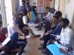 પાલનપુર સિવિલ હોસ્પિટલમાં રેમડેસિવિર ઇન્જેક્શન માટે લાંબી કતારો લાગી|પાલનપુર,Palanpur - Divya Bhaskar
