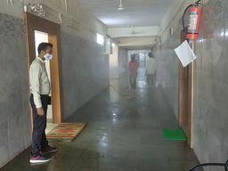 વધતા કોરોના કેસને ધ્યાને લઇ પાલનપુર જિલ્લા કલેક્ટર કચેરી સેનેટરાઈઝ કરવામાં આવી|પાલનપુર,Palanpur - Divya Bhaskar