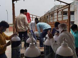 પાટડીમાં શરૂ કરાયેલા 50 બેડના કોવિડ કેર સેન્ટરમાં બે જ દિવસમાં 30 બેડ ભરાયા, સંસ્થાઓની મદદથી ઓક્સિજનના બાટલાની સુવિધાની શરૂઆત|સુરેન્દ્રનગર,Surendranagar - Divya Bhaskar