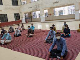 પાટણના ધારપુરમાં તબીબી શિક્ષકોએ રામધૂન કરી વિરોધ પ્રદર્શન કર્યું|પાટણ,Patan - Divya Bhaskar
