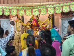 देवी मंदिरों पर उमड़ा श्रद्धा का सैलाब, घरों पर हुआ कन्या पूजन|मथुरा,Mathura - Money Bhaskar