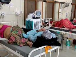 घंटों तक मरीज के पास नहीं पहुंच रहे सीनियर डॉक्टर्स, साथ गए अटेंडेंट ही मरीज को संभाल रहे|राजस्थान,Rajasthan - Dainik Bhaskar