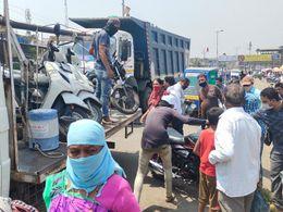 અંકલેશ્વર શહેરના વિવિધ રસ્તા ઉપર ટ્રાફિકને અડચણ રૂપ વાહનોને ટ્રાફિક પોલીસ દ્વારા ટોઈંગ કરી દંડ ફટકારાયો ભરૂચ,Bharuch - Divya Bhaskar