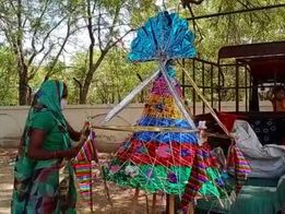 પાટણ શહેરમાં માતાજીની આસ્થાના પ્રતીક સમાન ફુલોના ગરબા બન્યા રોજીરોટીનું માધ્યમ પાટણ,Patan - Divya Bhaskar