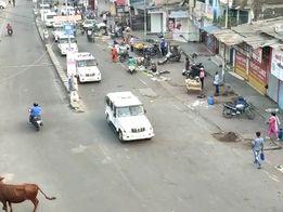 વાપી શહેરમાં નાઈટ કરફ્યૂના અમલ માટે DySP સહિતનો પોલીસ કાફલો પેટ્રોલીંગમાં જોડાયો|વલસાડ,Valsad - Divya Bhaskar