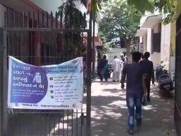 સરકાર વેક્સિન માટે અપીલ કરે પરંતુ જામનગરમાં આરોગ્ય કેન્દ્ર પર વેક્સિનનો જથ્થો જ ઉપલબ્ધ નથી|જામનગર,Jamnagar - Divya Bhaskar