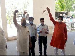 भाजपाइयों ने कलेक्ट्रेट में की नारेबाजी, ममता बनर्जी सरकार पर लगाया आरोपियों को संरक्षण देने का आरोप|बांसवाड़ा,Banswara - Dainik Bhaskar
