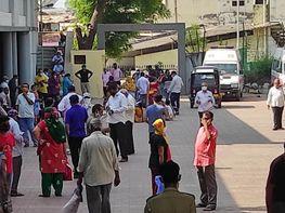 ભરૂચમાં કોરોનાનો કહેર વધતા વેક્સિન લેવા લોકોની લાંબી લાઇન જોવા મળી ભરૂચ,Bharuch - Divya Bhaskar