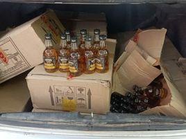 कार की डिक्की में छुपाकर ले जा रहे थे अवैध शराब की 17 पेटियां, कार छोड़कर भागे माफिया|मध्य प्रदेश,Madhya Pradesh - Money Bhaskar