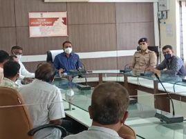 લીંબડી શહેરમાં કોરોના વાયરસનું સંક્રમણ વધતા વેપારીઓ દ્વારા વધુ સાત દિવસના સ્વૈચ્છિક લોકડાઉનનો નિણર્ય લેવાયો|સુરેન્દ્રનગર,Surendranagar - Divya Bhaskar