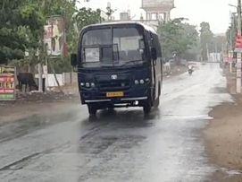 बादलों ने सूरज को ढका, तेज हवा के साथ बौछारों ने बढ़ाई उमस, एफसीआई गोदाम में गेहूं बचाने की रही जुगत|राजस्थान,Rajasthan - Dainik Bhaskar
