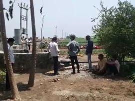 અમરેલીના નાજાપુર ગામમાં ટ્રેકટર સાથે ખેડૂત કૂવામાં ખાબક્યો, કલાકો બાદ મૃતદેહ બહાર કઢાયો|અમરેલી,Amreli - Divya Bhaskar