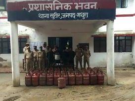 गिरफ्तार 4 बदमाशों से पुलिस ने बरामद किये 45 सिलेंडर, 4 दिन में किया वारदात का खुलासा|मथुरा,Mathura - Money Bhaskar