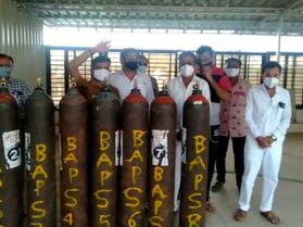 અમરેલીના ધારી કોવિડ કેર સેન્ટરમાં BAPS સંસ્થાએ 10 ઓક્સિજન સિલિન્ડર આપ્યા|અમરેલી,Amreli - Divya Bhaskar