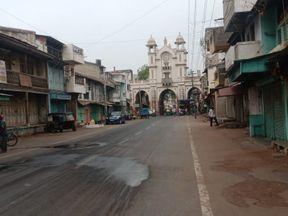 કોરોના રિપોર્ટ કરાવવા જતા લોકોની ઓછી અવર જવર દેખાઈ, વહેલી સવારથી બજારો સજ્જડ બંધ|પાટણ,Patan - Divya Bhaskar
