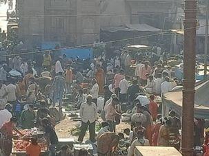 મોરબીમાં નગર દરવાજા ચોકની શાક માર્કેટ અન્ય જગ્યાએ ખસેડવા કલેક્ટરને રજૂઆત|સુરેન્દ્રનગર,Surendranagar - Divya Bhaskar
