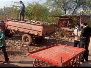 हेल्पलाइन पर आई शिकायत पर नगर निगम आयुक्त ने खुद खड़े होकर कराई सफाई|ग्वालियर,Gwalior - Dainik Bhaskar