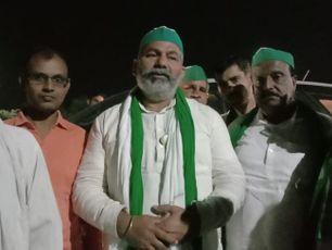 देर रात यमुना एक्सप्रेस वे से गुजरते समय किसानों ने किया स्वागत, किसानो को एक जुट करने में लगे राकेश टिकैत|मथुरा,Mathura - Money Bhaskar