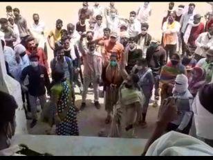 खंडवा में कुनबी पटेल समाज ने एसपी ऑफिस घेरा, पुलिसकर्मियों पर आपराधिक प्रकरण दर्ज करने की मांग; टीआई-आरक्षक सस्पेंड इंदौर,Indore - Dainik Bhaskar