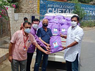 दवा विक्रेताओं को निशुल्क 20 हजार कोविड सुरक्षा किट दिए, वहां से जरूरतमंदों को बांटे जाएंगे|बाड़मेर,Barmer - Dainik Bhaskar