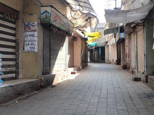 ચોટીલામાં વેપારીઓ દ્વારા વધુ 10 દિવસનું સ્વૈચ્છિક લોકડાઉન જાહેર કરાયું|સુરેન્દ્રનગર,Surendranagar - Divya Bhaskar