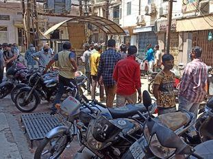 ભાવનગર શહેરમાં જાહેરનામા ભંગ બદલ કાર્યવાહી, શહેરમાં વધુ 8 દુકાનો સીલ કરવામા આવી|ભાવનગર,Bhavnagar - Divya Bhaskar