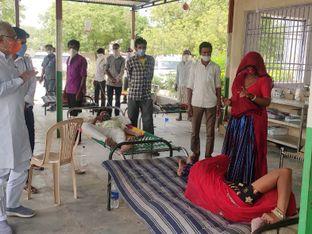 બનાસકાંઠા સાંસદ પરબતભાઇ પટેલે થરાદ તાલુકાના કોવિડ કેર સેન્ટરોની મુલાકાત લઇ દર્દીઓને માર્ગદર્શન આપ્યું|પાલનપુર,Palanpur - Divya Bhaskar