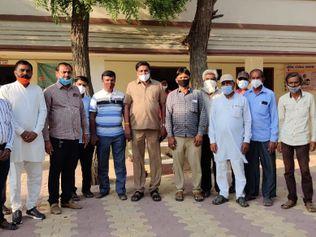 હળવદના ટીકર ગામે લોકોએ તંત્રના ભરોસે રહેવાને બદલે જાતે જ કોવિડ કેર સેન્ટર શરૂ કર્યું|સુરેન્દ્રનગર,Surendranagar - Divya Bhaskar