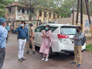 रिमूव्हल सुपरवाइजर और वसूली सहायक पर कार्रवाई, दोनों का वेतन काटा गया|इंदौर,Indore - Money Bhaskar