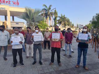 જામનગરમાં ટીએમસી દ્વારા રાજકીય હિંસાના વિરોધમાં ભાજપના કાર્યકરોએ ધરણા કર્યા|જામનગર,Jamnagar - Divya Bhaskar