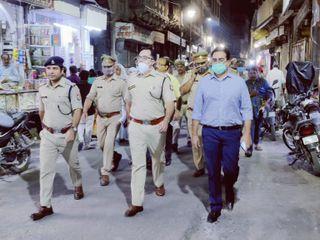 पुलिस बल के साथ सड़क पर उतरकर डीएम एसएसपी ने परखी सुरक्षा व्यवस्था , दशहरा पर्व को लेकर किया फ्लैग मार्च|मथुरा,Mathura - Money Bhaskar