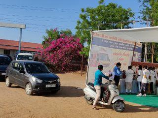 ભુજમાં જિલ્લાની પ્રથમ ડ્રાઇવ ટુ વેક્સિનેશન કાર્યનો પ્રારંભ કરવામાં આવ્યો, લોકો ઉત્સાહભેર જોડાયા|ભુજ,Bhuj - Divya Bhaskar