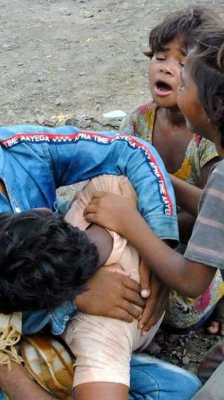 दलित किसान दंपती पर पुलिस ने लाठियां बरसाईं, पति-पत्नी ने जहर खा लिया और बच्चे बिलखते रहे; शिवराज ने कलेक्टर-एसपी को हटाया