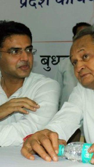 वायरल क्लिप में एक व्यक्ति कह रहा है- हमारे साथी दिल्ली में बैठे हैं...वे पैसा ले चुके हैं