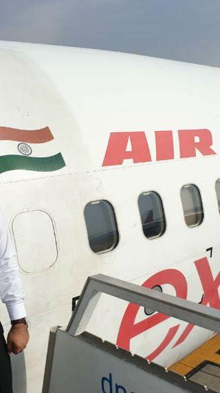को-पायलट अखिलेश शर्मा मथुरा के रहने वाले थे, 2 साल पहले शादी हुई थी; लॉकडाउन के बाद से घर नहीं लौटे थे